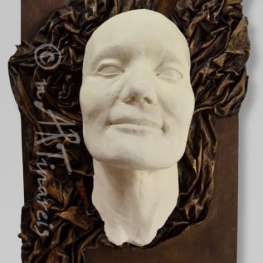 -Slavka - Frauengesicht auf Holz mit Draperie