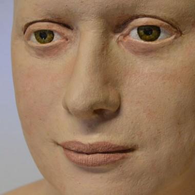 Büste aus Gips, realistisch bemalt