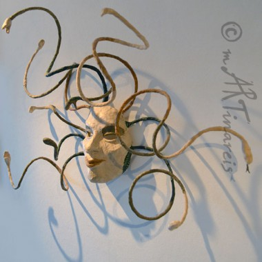 ´Medusa´- dekorative Wandmaske aus Pappmaché