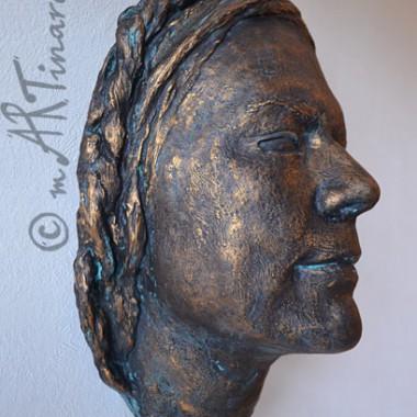 Frauengesicht in Bronze-Patina-Optik