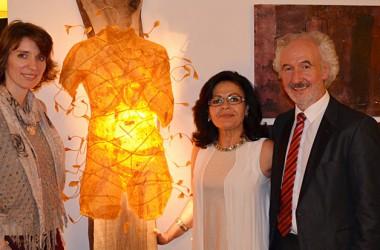 Heinz Janzen und seine Lebensgefährtin Eleni Gonsior durften das Werk mit nach Hause nehmen.