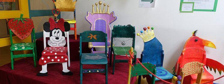 bunten Stühle