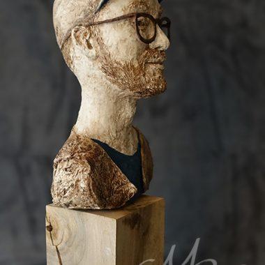 Mark Forster seitlich - Figur aus Pappmache